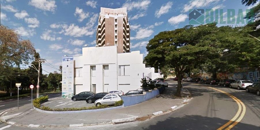 excelente casa comercial, tendo 500 m2 construção e 623 m2 terreno, frente para duas ruas, estacionamento...