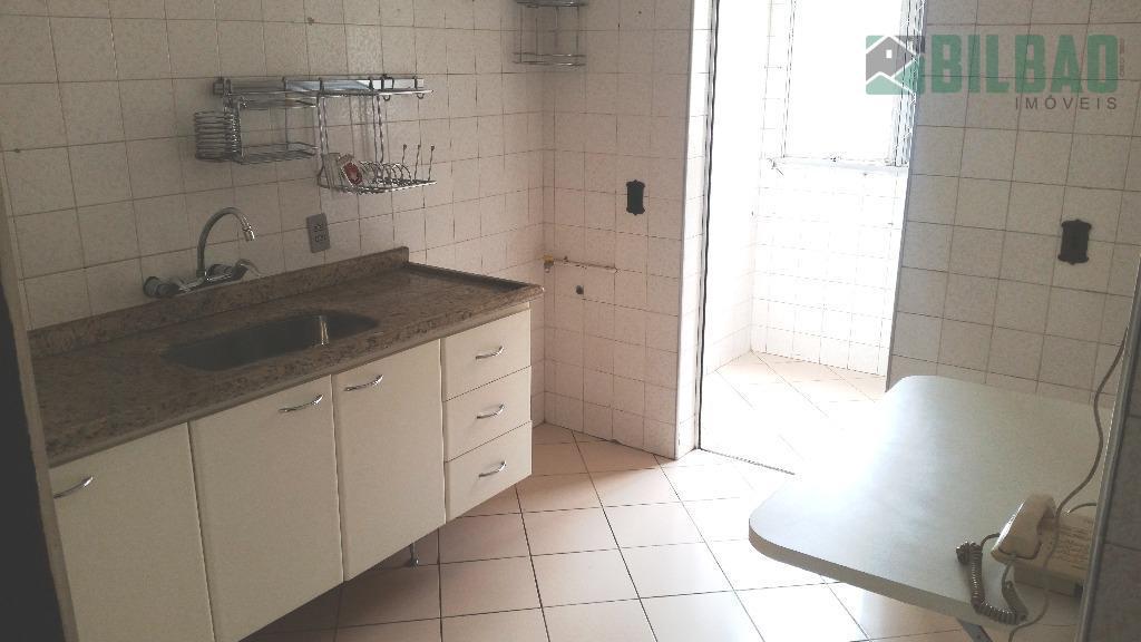 amplo apto. com duas salas, dois dormitórios sendo um suíte, armários embutidos, cozinha planejada e uma...