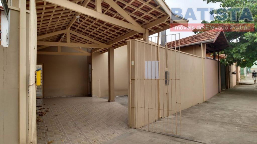 Casa residencial para locação, São Benedito, Pindamonhangaba.