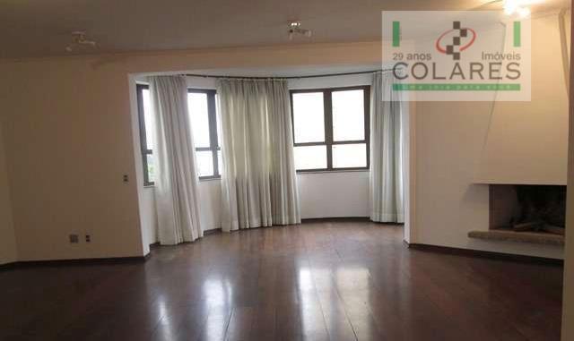 Amplo apartamento, ponto nobre, com piscinas e quadra.