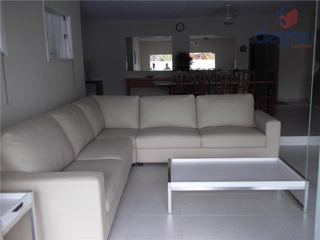 Praia da Enseada, casa à venda com 4 dormitórios sendo 2 suítes.