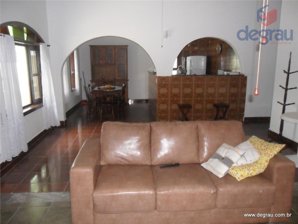 Praia da Enseada, casa com 3 dormitórios (1 suíte), casa isolada dos dois lados.