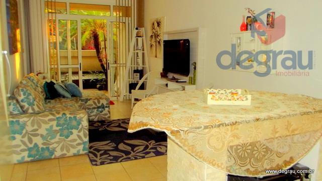 Apartamento em condomínio de alto padrão de frente para a praia da Enseada.
