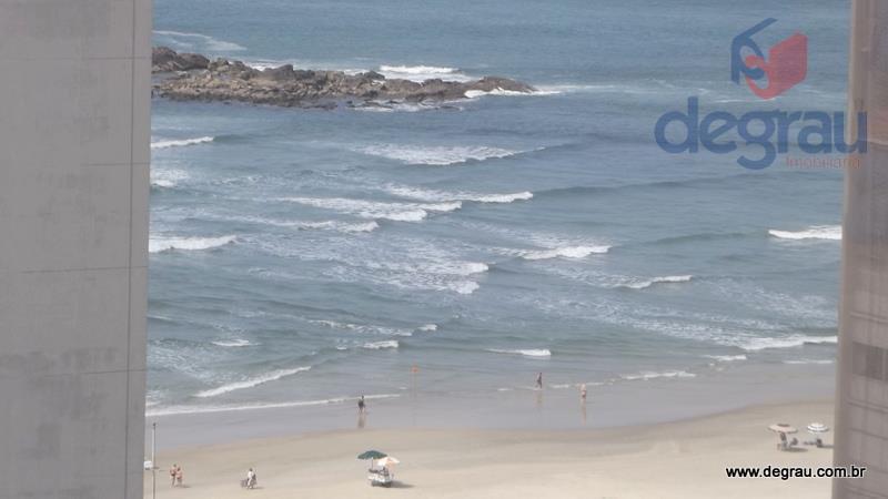 50 metros da praia. Vista para o mar.