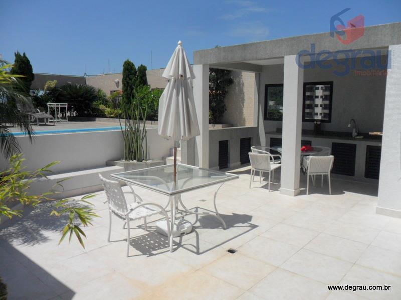 Cobertura Pent House, 300 m². 4 dormitórios, 2 suítes, piscina e churrasqueira. Região dos Hotéis.