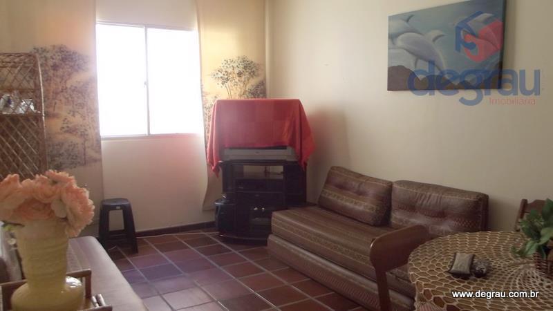 Apartamento para venda e locação anual, 2 quadras da praia.