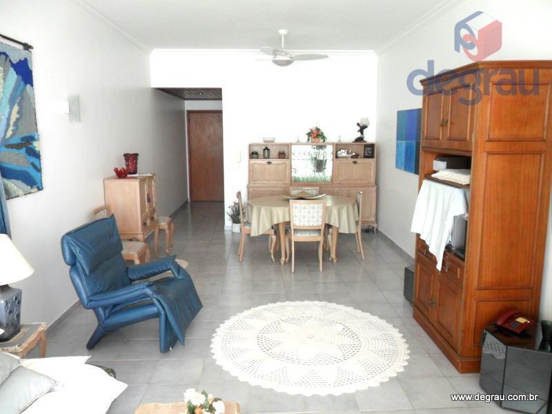 Pitangueiras, 2 dormitórios, dep. de empregada, frente mar e 3 vagas.