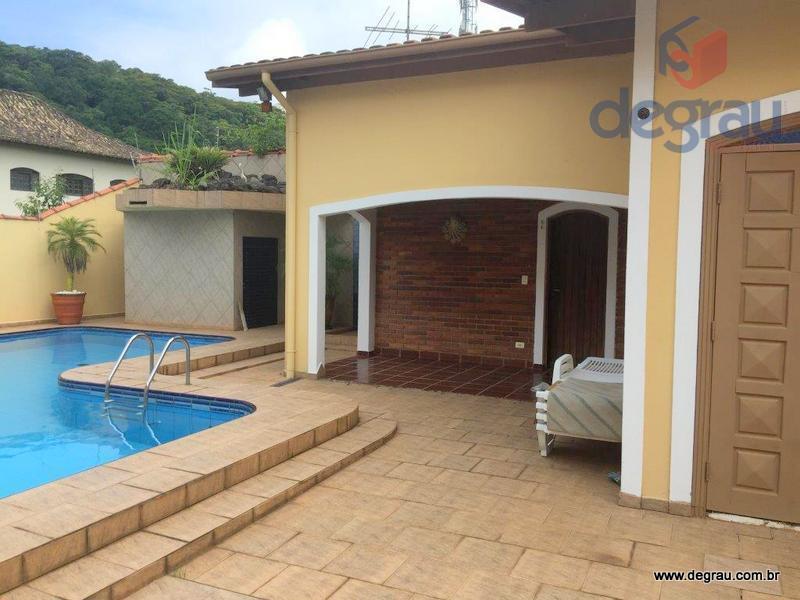 Casa na praia do pernambuco, venda e locação anual.