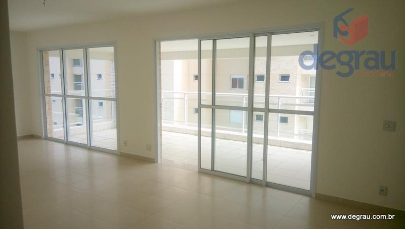 Excelente apartamento 3 suítes, 3 vagas na garagem, lazer total, prédio novo, vista para o mar.