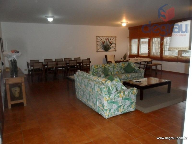 Praia das Pitangueiras: Apartamento frente ao mar com 4 dormitórios.