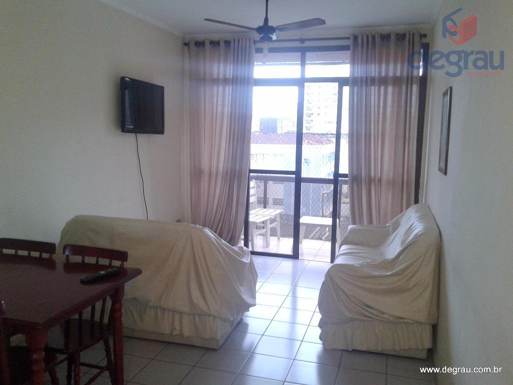 Enseada, apartamento 2 dormitórios e área de lazer com piscina e churrasqueira.
