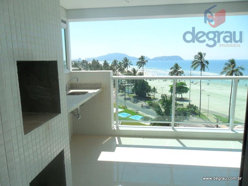 Apartamento novo com varanda gourmet,vista para o mar á 50 m da praia.