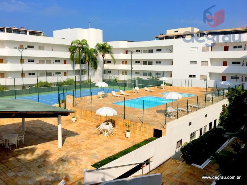 Excelente apartamento com 2 dormitórios, reformado, condomínio clube com lazer, 1 quadra da praia na Região do Aquário.