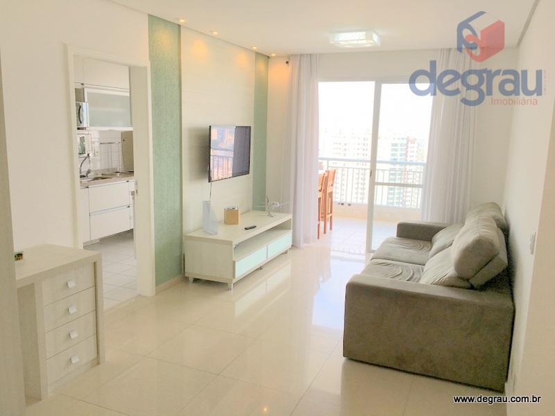 Lindo apartamento com 3 dormitórios, sendo 1 suíte, 2 vagas de garagem, 1 quadra da praia.