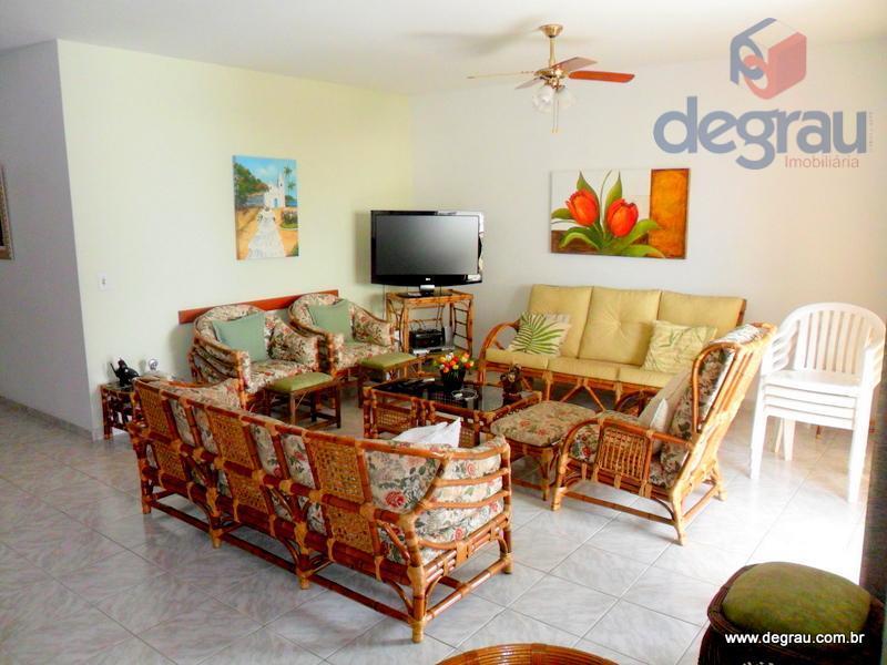 Apartamento na Praia das Astúrias, 4 dormitórios (2 suítes) e dependência.