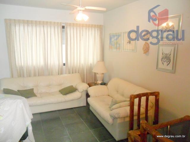 Enseada, apartamento com sacada, região do Casa Grande Hotel.