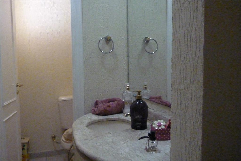 excelente sobrado - 3 dormitórios (1 suíte) - piscina - parque das flores.descritivo:- lindo sobrado com...
