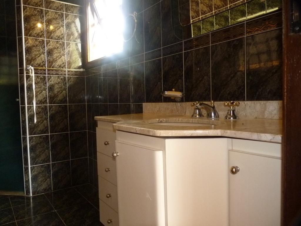 excelente sobrado - condomínio estância paraíso - 4 dormitórios (3 suites).distribuição interna: piso térreo - sala...