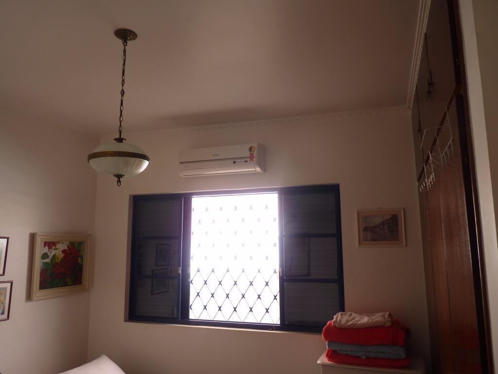 casa térrea - cidade universitária - 04 dormitórios (02 suítes).distribuição interna: sala de estar; escritório planejado;...