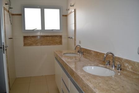 sobrado residencial - condomínio terras do cancioneiro - paulínia - 3 suites. distribuição interna: piso térreo:...