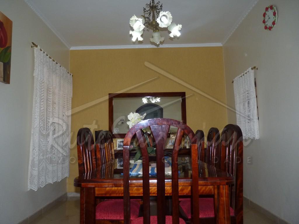 casa térrea jd do solcasa térrea com 3 dormitórios e a/e sendo 1 suíte com ar...