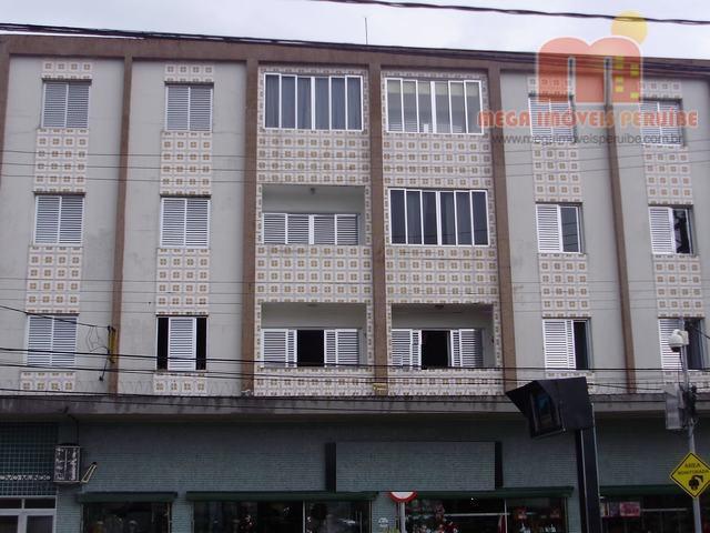 Apartamento à venda em Peruibe, no Centro, a menos de 400m da praia.