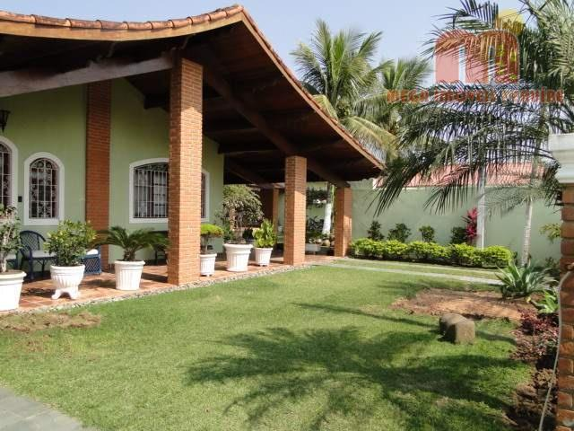 casa em peruibe, térrea, edificada em 3 lotes de terrenos, com 4 dormitórios (sendo 1 suíte),...