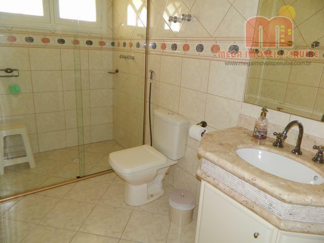 mansão com ótimo acabamento, edificada em 2 lotes de terreno, formando 500m², com 5 suítes, 3...