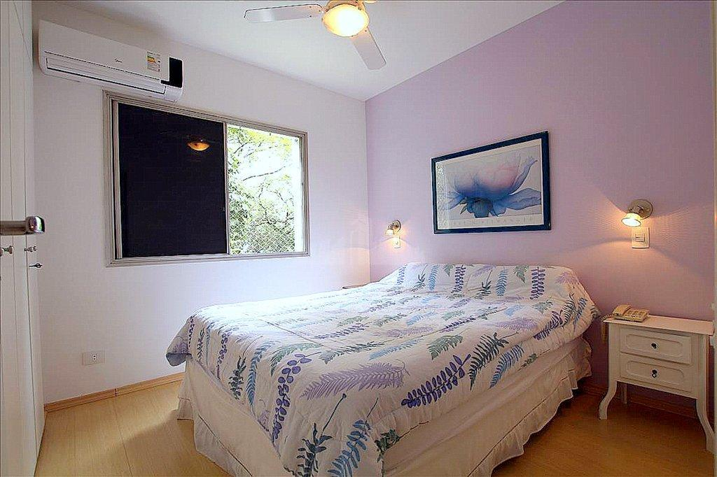 apartamento de 65m², 2 dormitórios, 1 vaga, mobiliado. o condomínio tem serviço de arrumadeira, manobrista e...