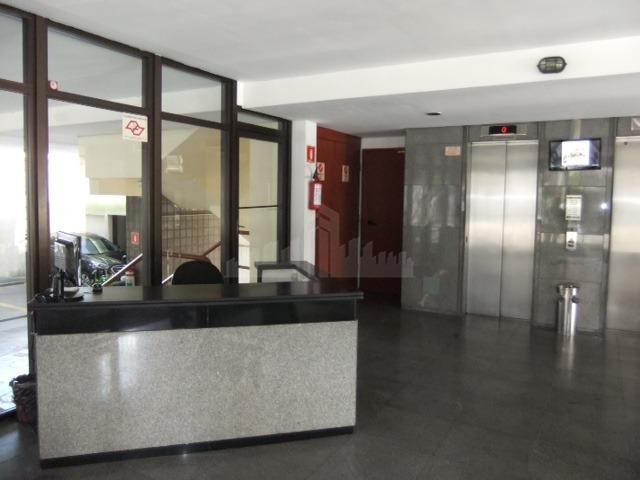 Conjunto comercial/escritório de 130m² Pronta para uso, com recepção, sala de reunião, vão livre para estações de trabalho, copa