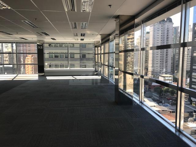 conjunto comercial com 200 m², 5 vagas, piso elevado com carpete , 3 banheiros, 1 copas,...