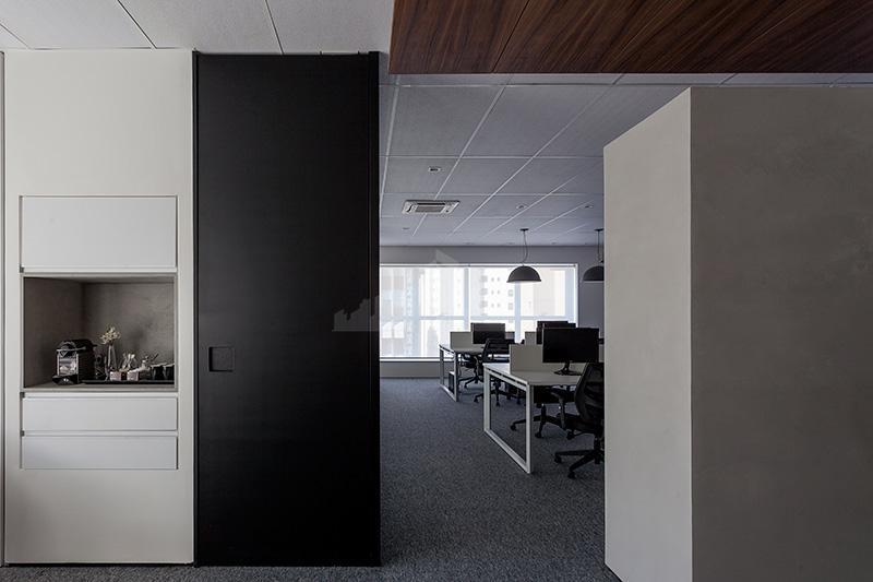 conjunto comercial com 145,86 m² de área útil. 4 banheiros, ar condicionado, forro modular. sala principal...