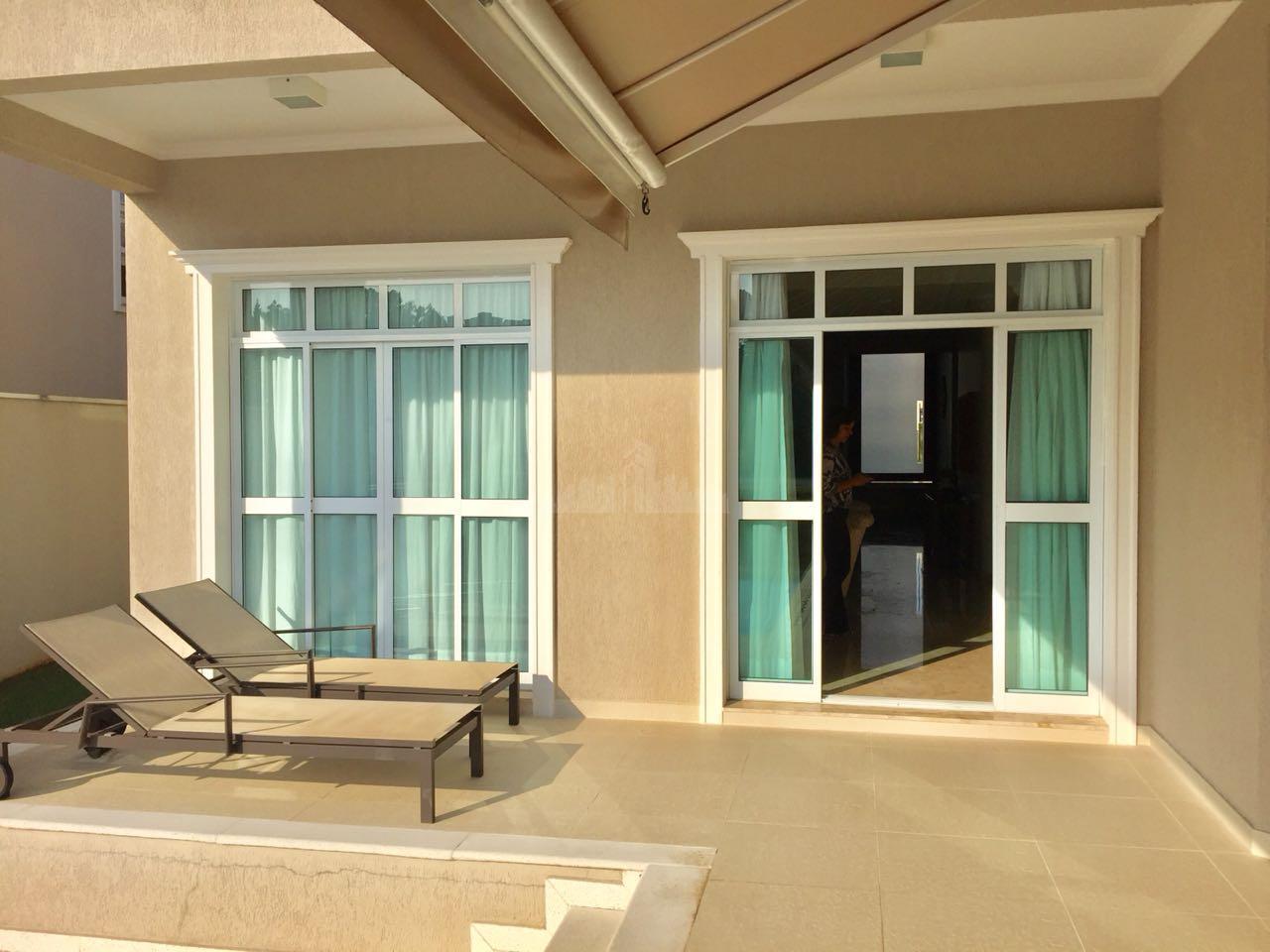 excelente residencia toda mobiliada, em um ótimo condomínio fechado em alphaville, com toda segurança e infraestrutura...
