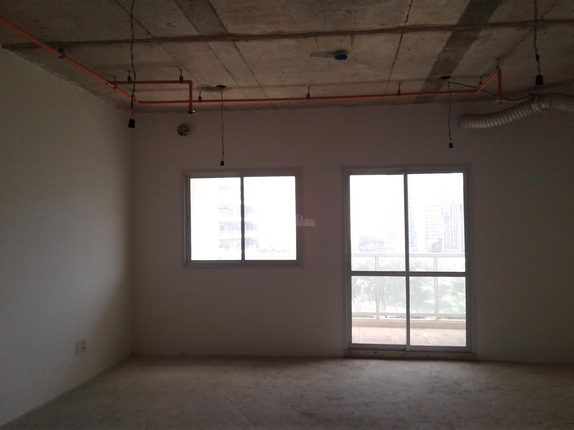 sala comercial da forma como a construtora entregou com estrutura para receber piso elevado, ar-condicionado e...