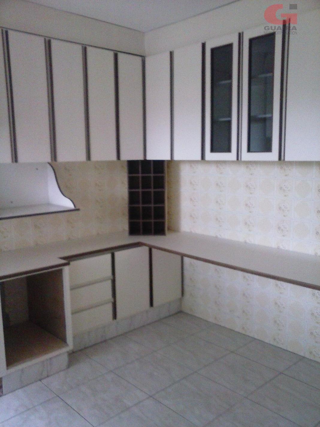 Sobrado de 3 dormitórios em Vila Scarpelli, Santo André - SP
