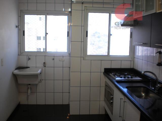 Apartamento de 2 dormitórios em Vila Palmares, Santo André - SP