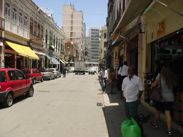excelente oportunidade, colado ao saara com grande fluxo de pessoas passando no local. loja frente de...