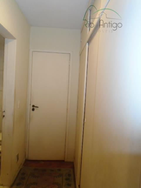 apartamento com 270 m² composto de salão em 03 ambientes, hall, 04 quartos com armários sendo...
