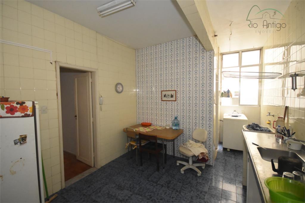 excelente oportunidade na terceira quadra da rua josé linhares. apartamento composto por ampla sala em l,...