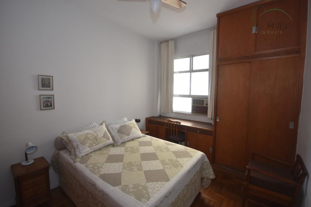 excelente localização entre copacabana e ipanema. apartamento composto por salão em 03 ambientes, 03 quartos sendo...
