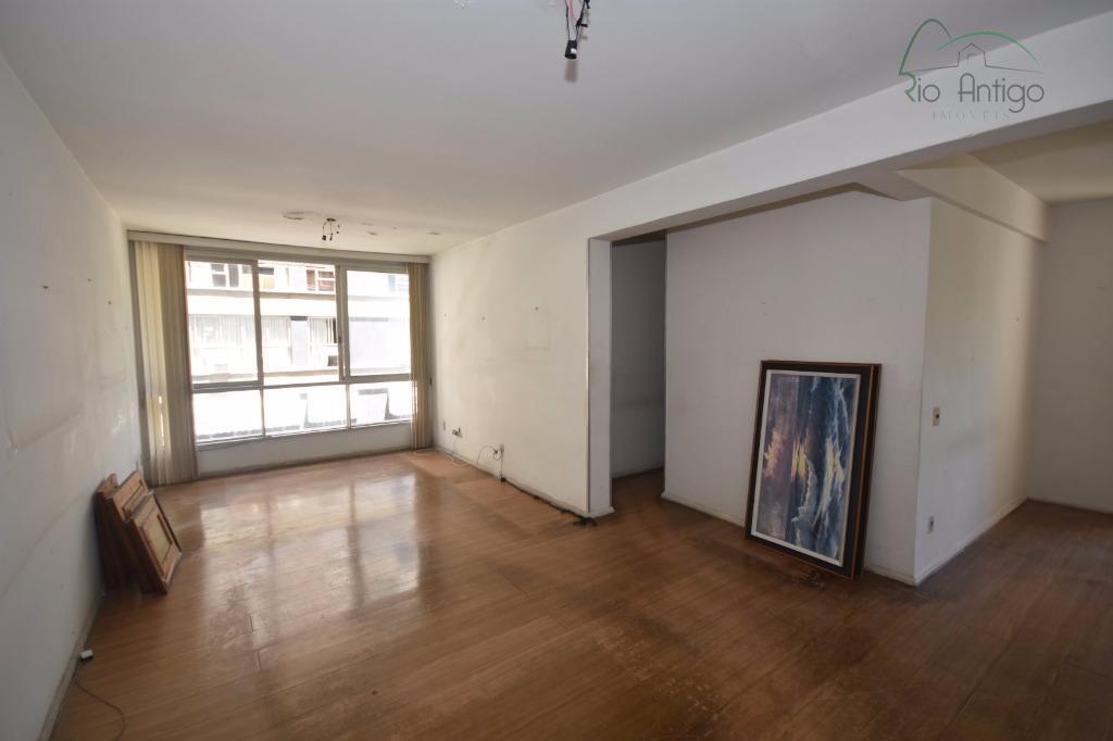 apartamento localizado próximo ao shopping leblon e rio design. imóvel composto por salão, 03 quartos sendo...