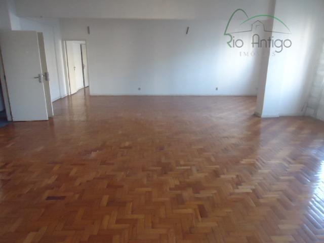 ponto privilegiado próximo avenida presidente antonio carlos. andar comercial com 493 m² divididos em recepção, salas...