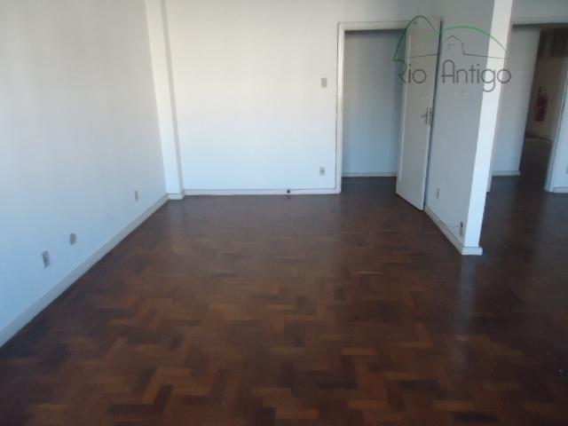 centro - andar comercial com 480 m² divididos em 06 grupos de salas. imóvel necessita modernização,...