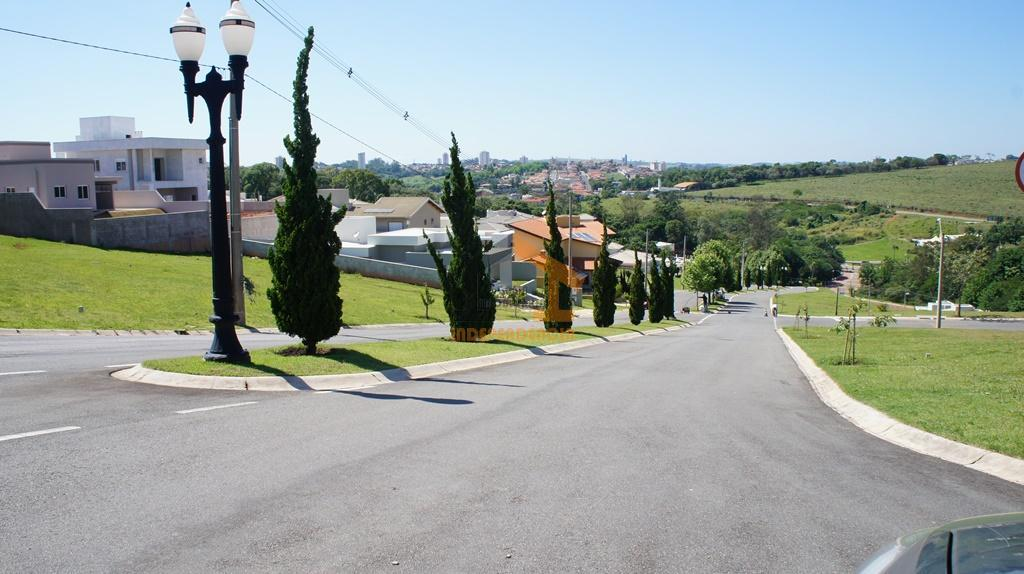 lote com 380m², ótima localização, rua sem saída, topografia leve aclive, pronto para construir.