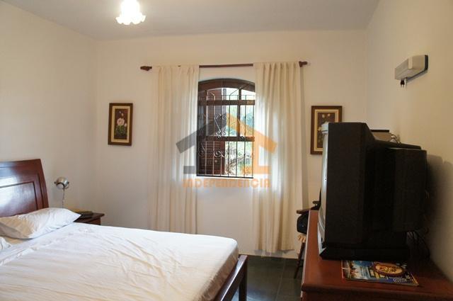 chácara com ótimo acabamento, em excelente localização, vista panorâmica, com 3 dormitórios com armários embutidos, sendo...