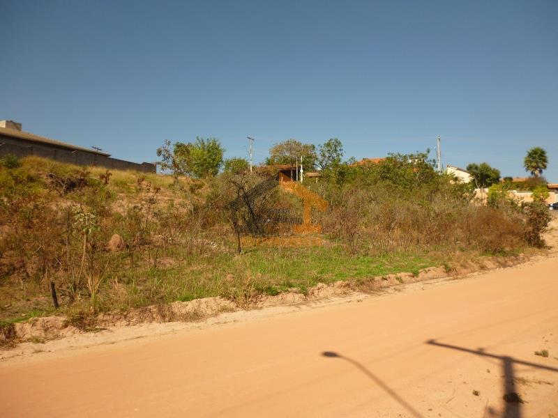 aceita apartamento no beija-flor fase a, b ou clote com 1.096m², ótima localização, com rua asfaltada,...