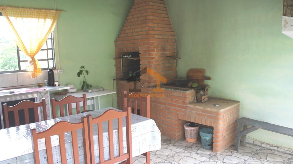 aceita financiamento bancáriochácara com casa térrea, varanda, 2 dormitórios, sendo 1 suíte, sala, cozinha, banheiro social,...