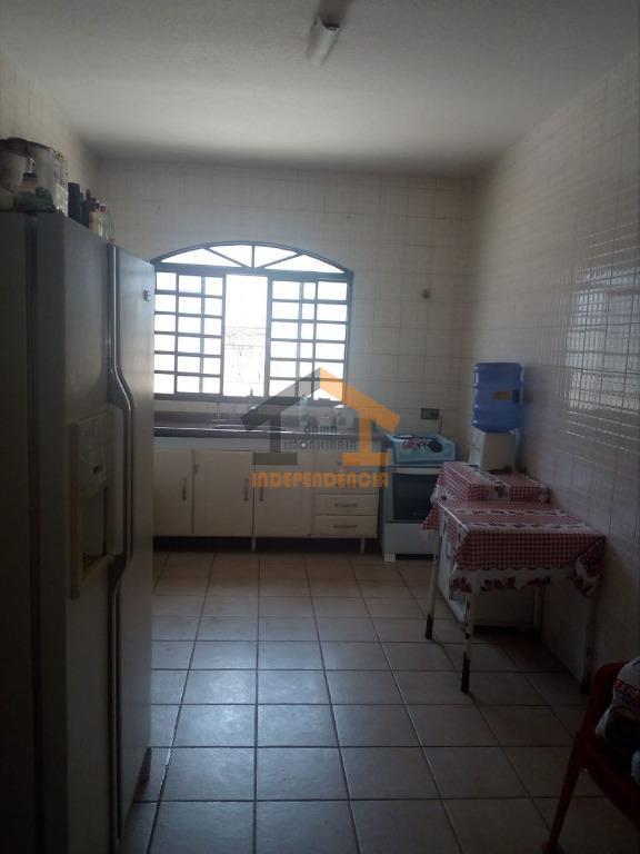 aceita carro/moto como parte de pagamentocasa com 2 dormitórios, sendo 1 com armário embutido, sala, cozinha,...