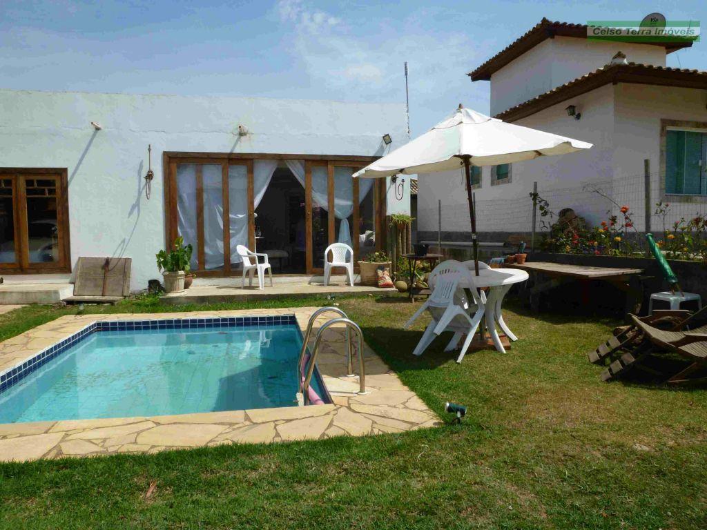 Casa em condomínio, com piscina, 3 dormitórios e  projeto de ampliação.