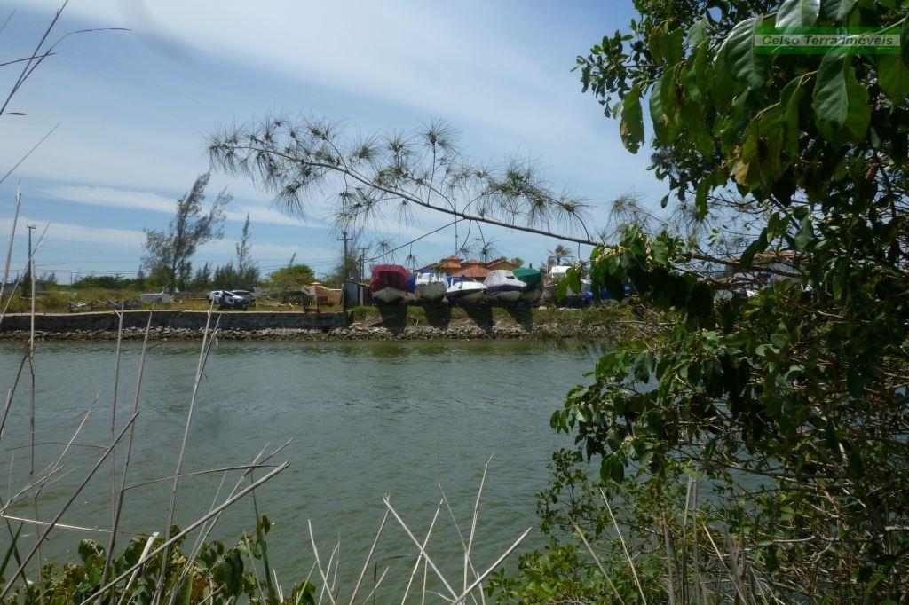 Terreno à beira do canal principal da Marina.